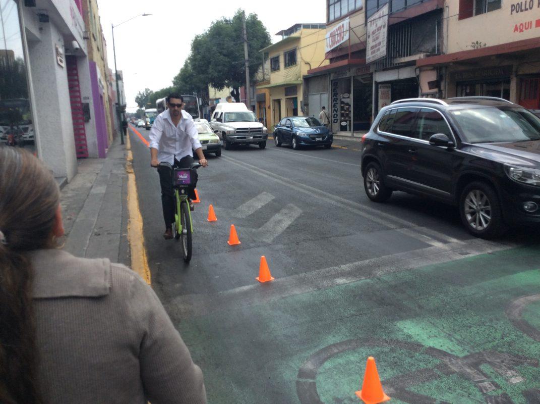 Carril improvisado sobre la calle principal de Toluca