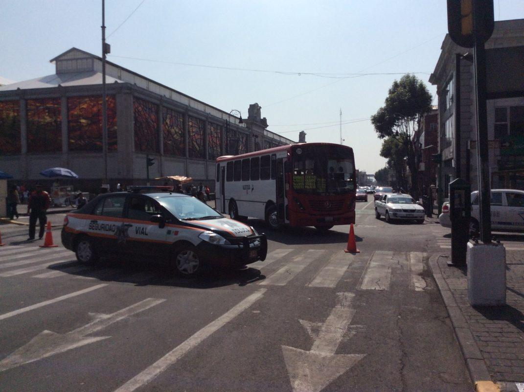 Cerraron el tránsito de la calle principal de Toluca