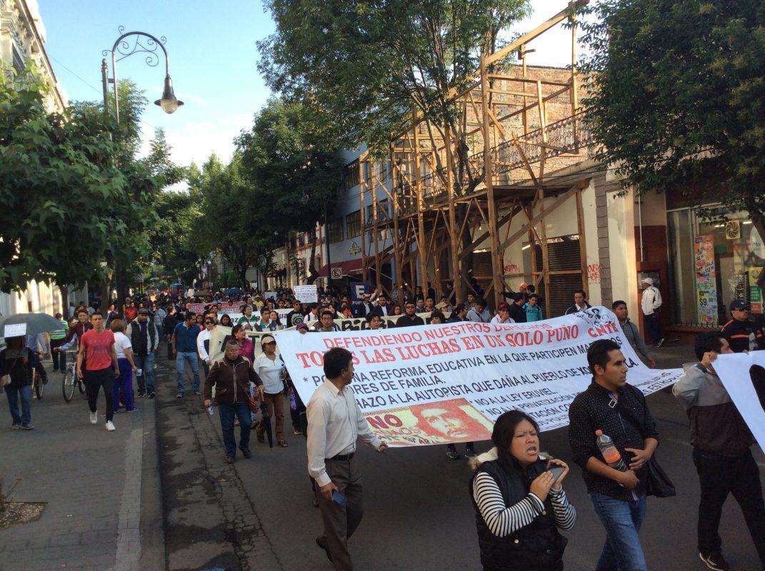 La concentración fue frente al edificio del SNTE