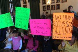Los niños exigieron las becas personalmente