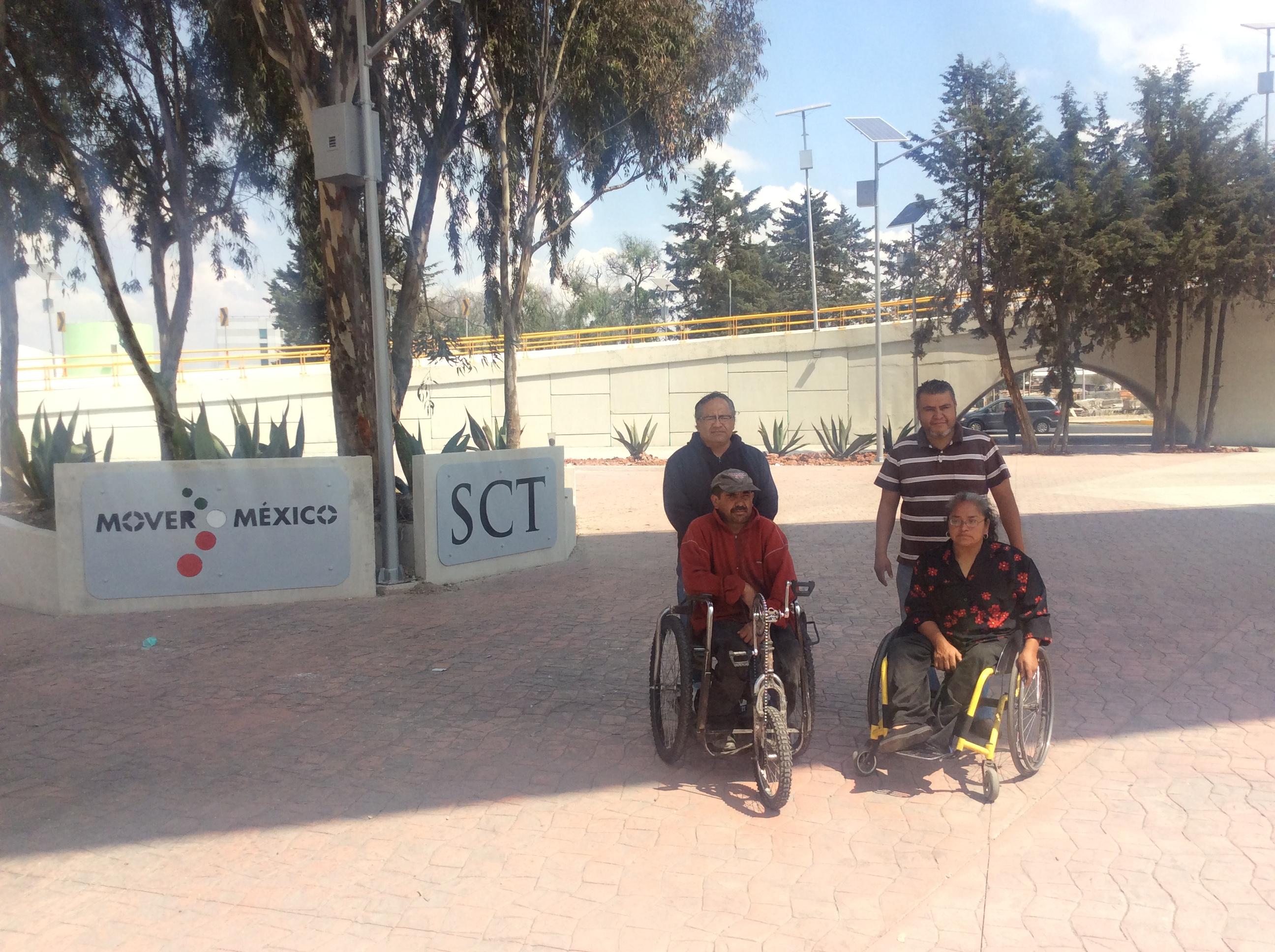 Construyen puente en Toluca sin accesos para discapacitados