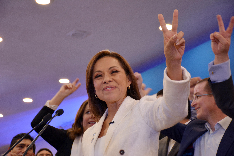 """""""Con bombo y platillos"""" anuncian candidatura de Josefina"""