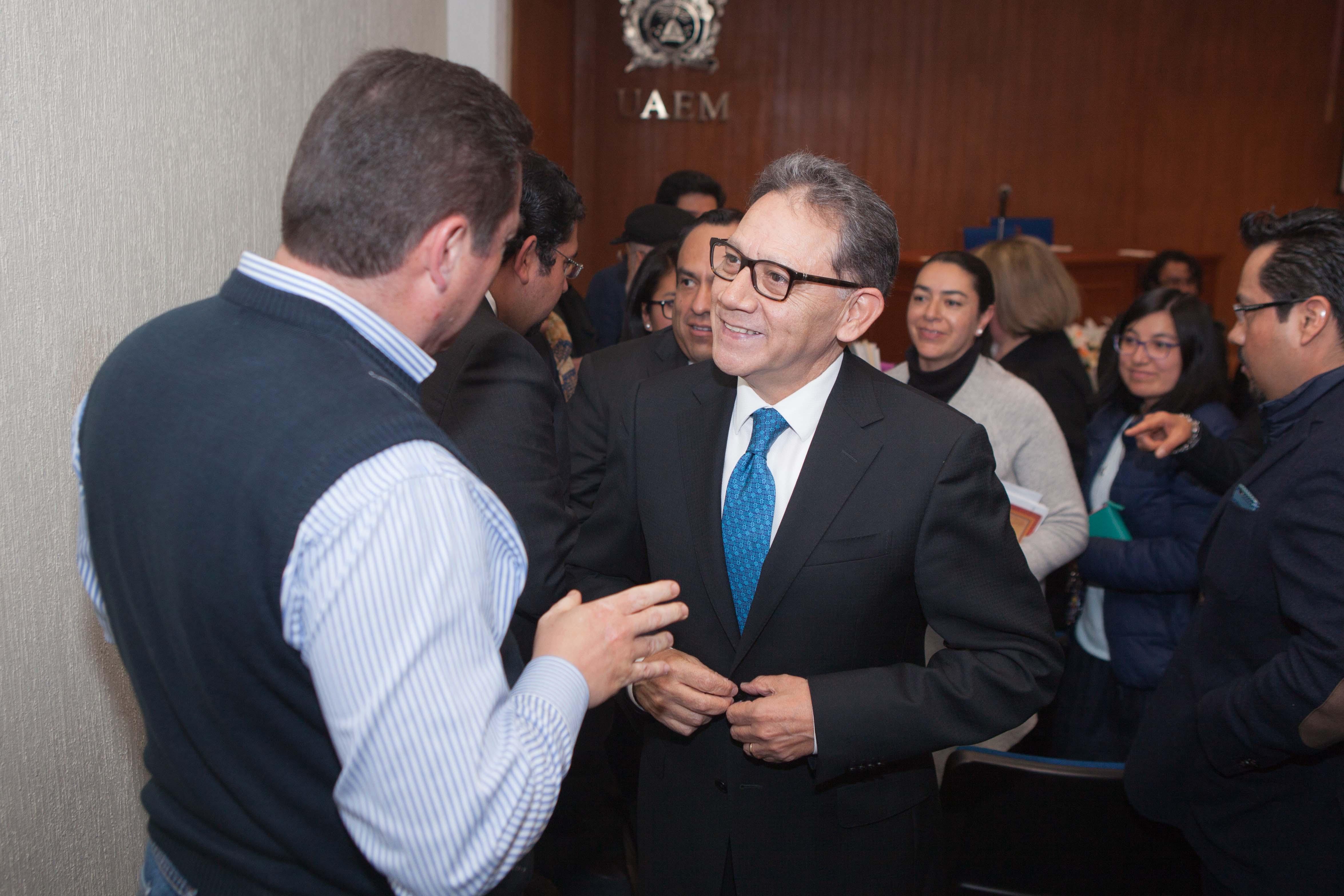 Más becas y mejor equipamiento para UAEM, promete Barrera