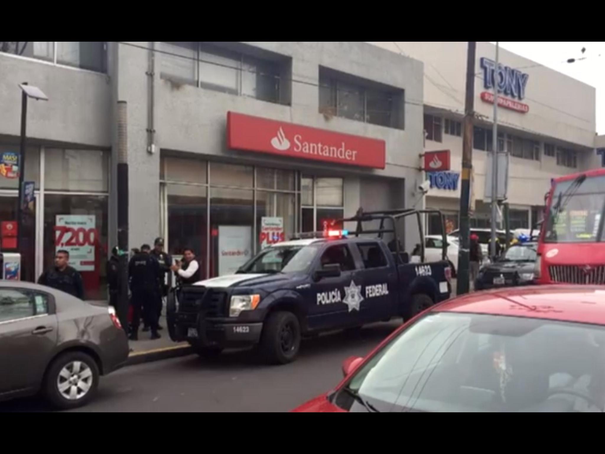 Asalta banco en Toluca y escapa... ¡caminando!