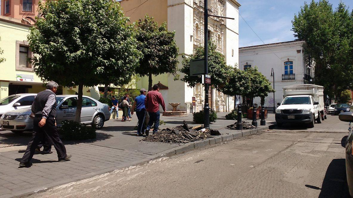"""Insufrible, el """"reencarpetado"""" de calles en Toluca"""