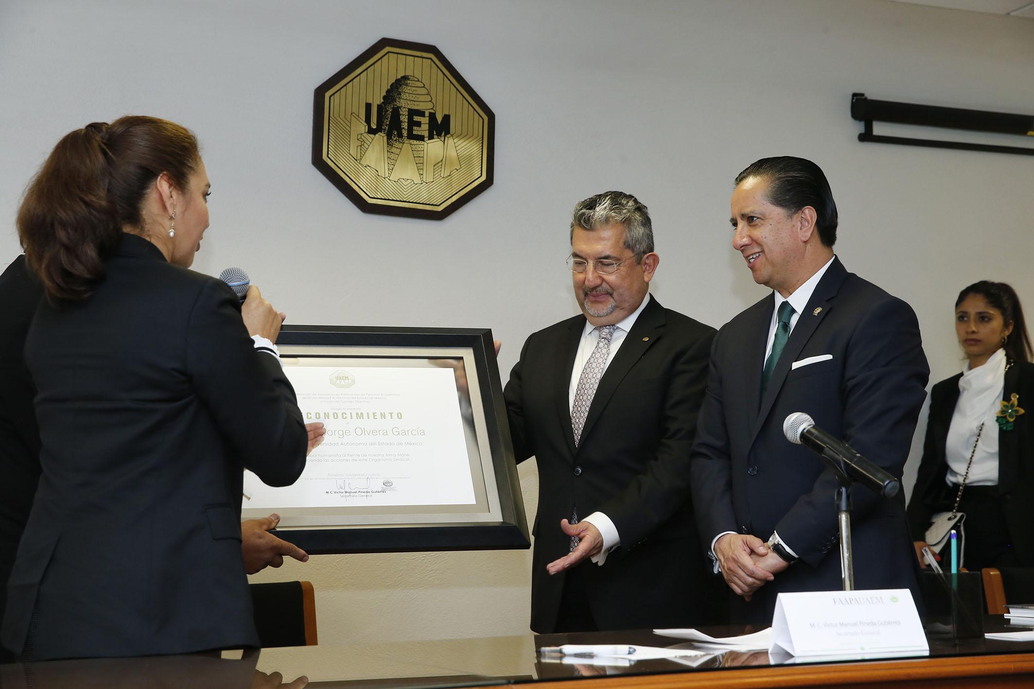 Reconoce FAAPAUAEM gestión de Jorge Olvera en UAEM