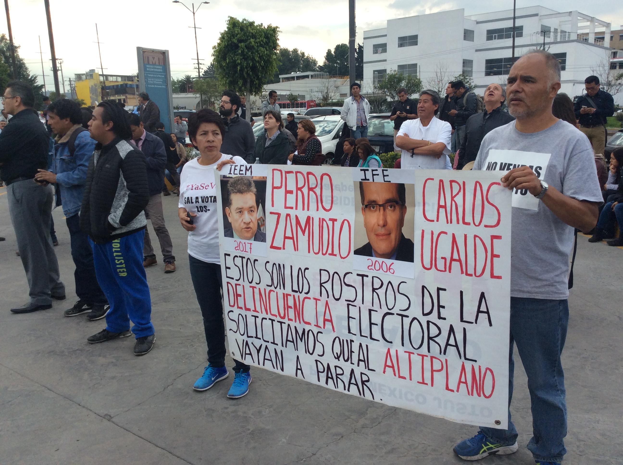 """""""Inundan"""" las calles de Toluca al grito de: ¡No al fraude!"""