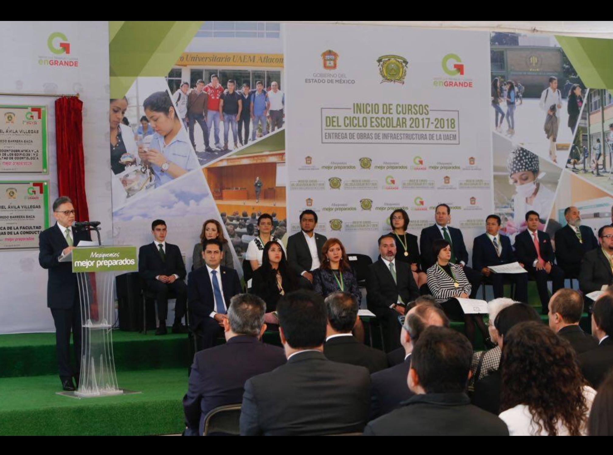 Inauguran ciclo escolar rector y alumnos de excelencia de UAEM