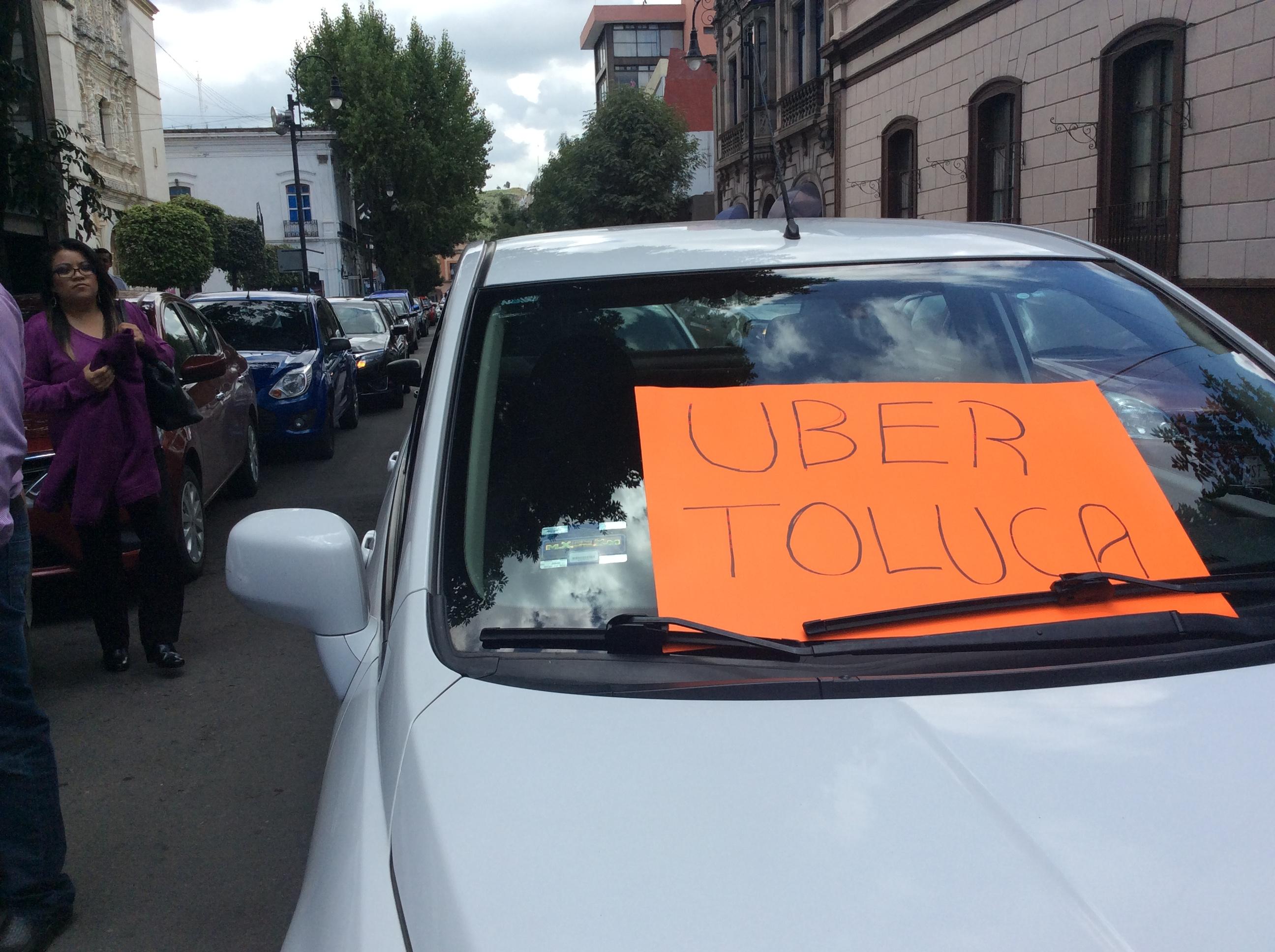Protestan operadores de Uber en Toluca