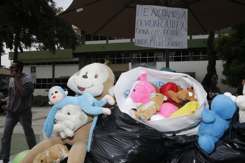 Mantiene Humanidades de UAEM colecta de juguetes