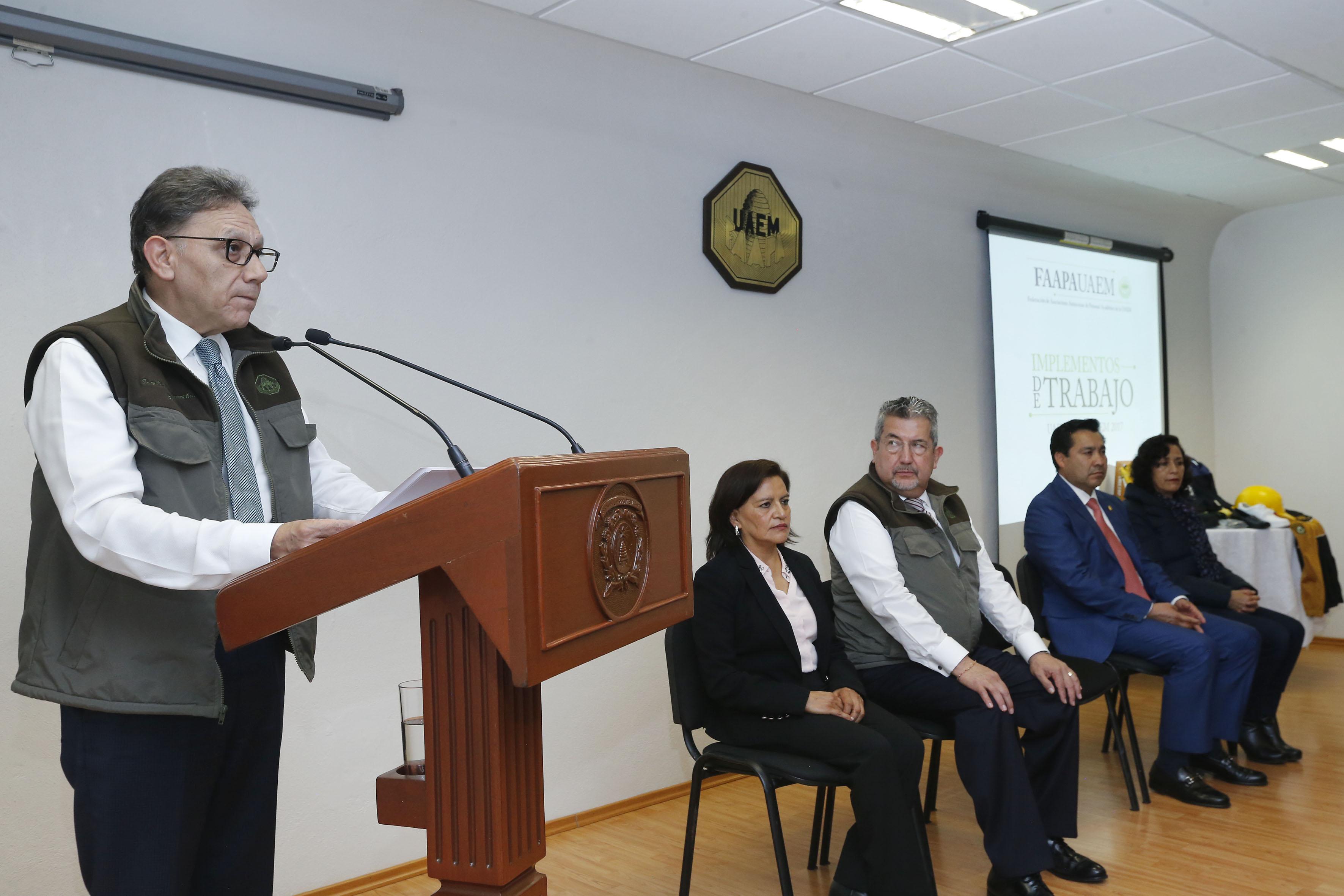 Equipan a docentes e investigadores de UAEM