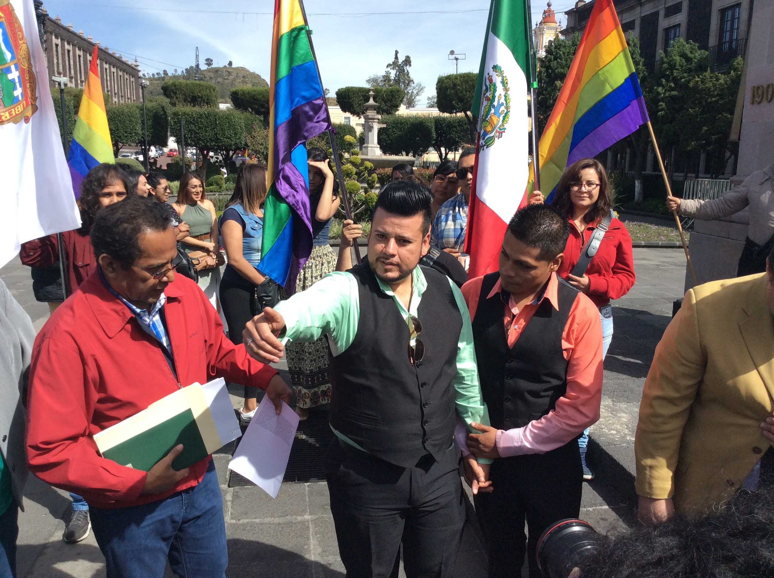 Con derecho... ¡hasta legal!, Raymundo y Víctor se casarán en Edoméx