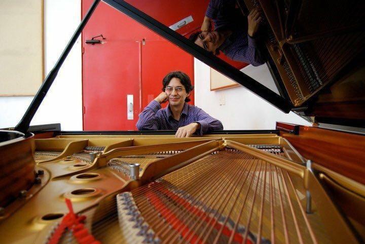"""Galardonan a DanielWong por """"El show de los 10 pianos"""""""