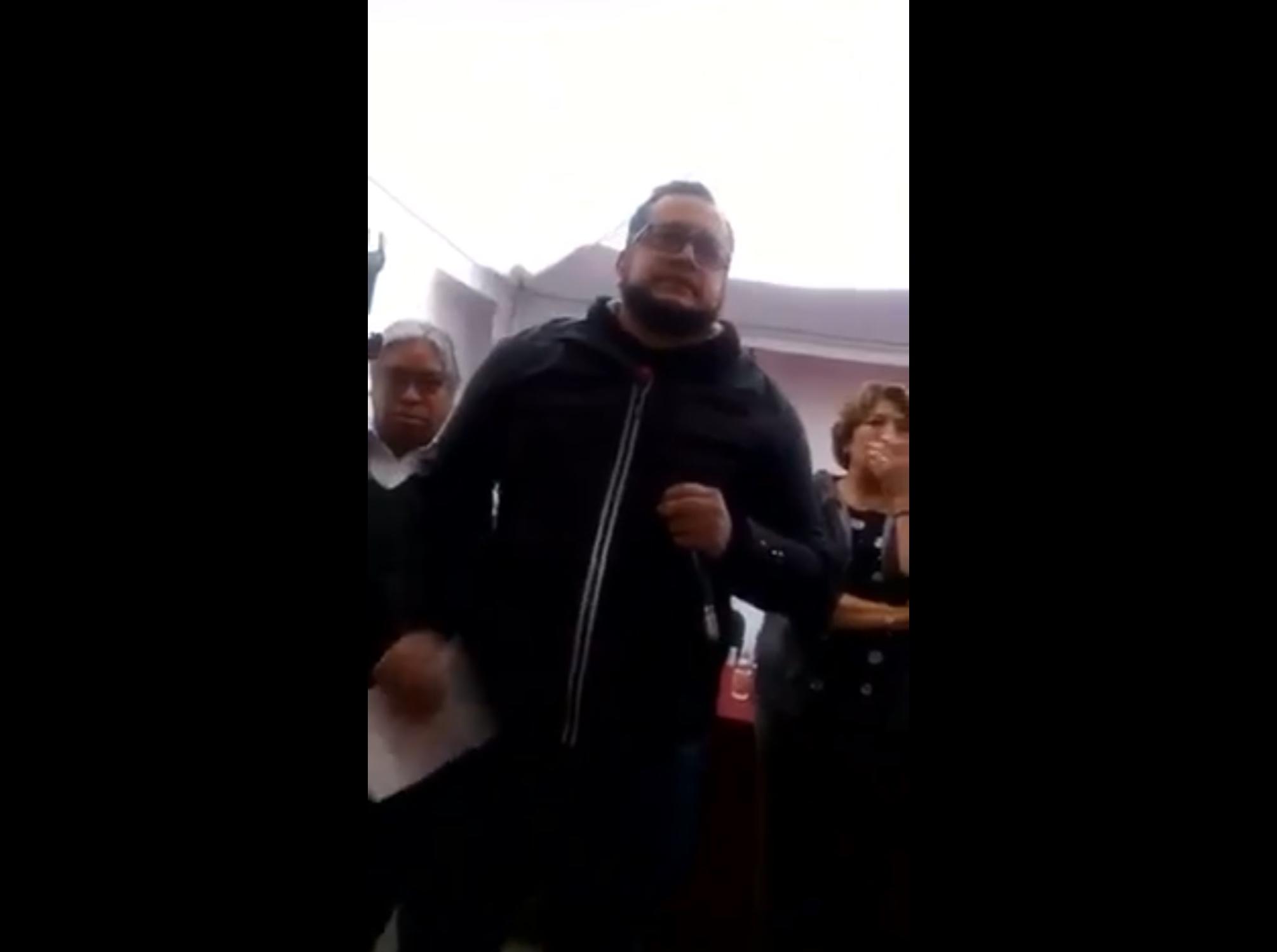 Hijo de AMLO corre de asamblea a militantes por defender a JuanRo