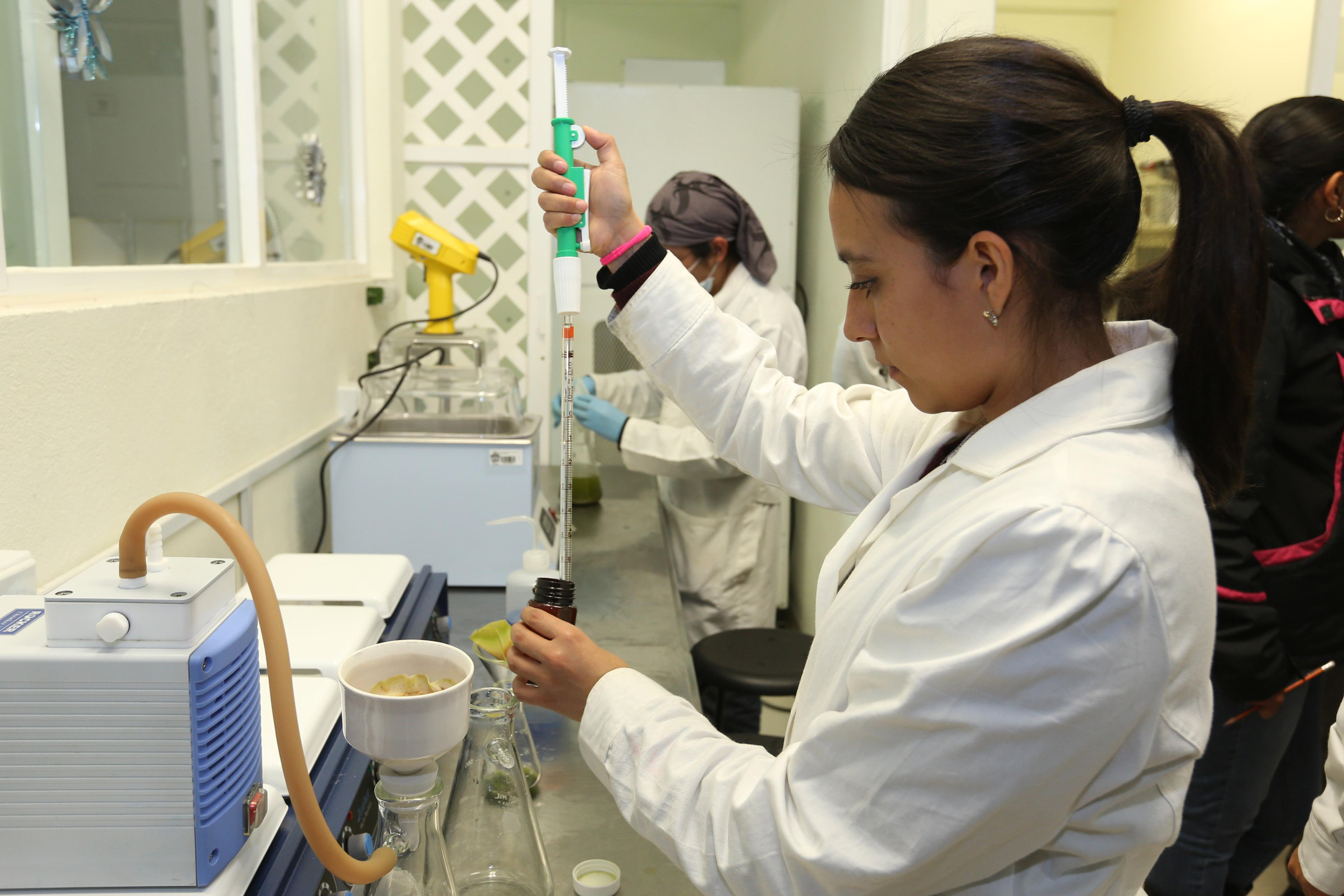 Desarrollan universitarios biopelícula para acelerar regeneración de piel