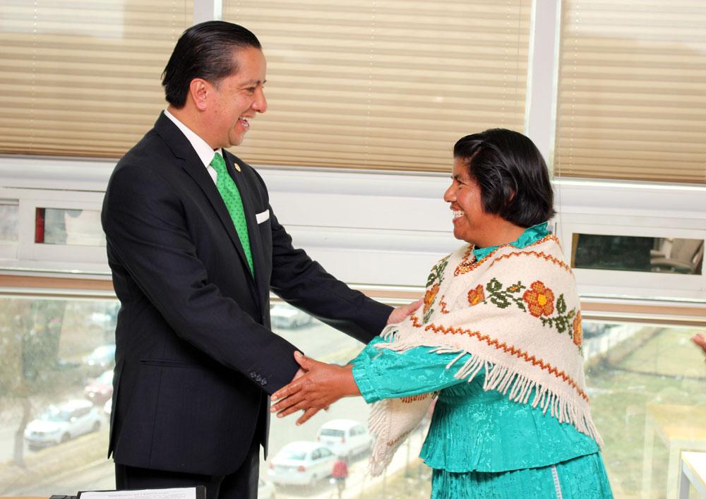 Indígena preside consejo ciudadano contra discriminación en Edoméx