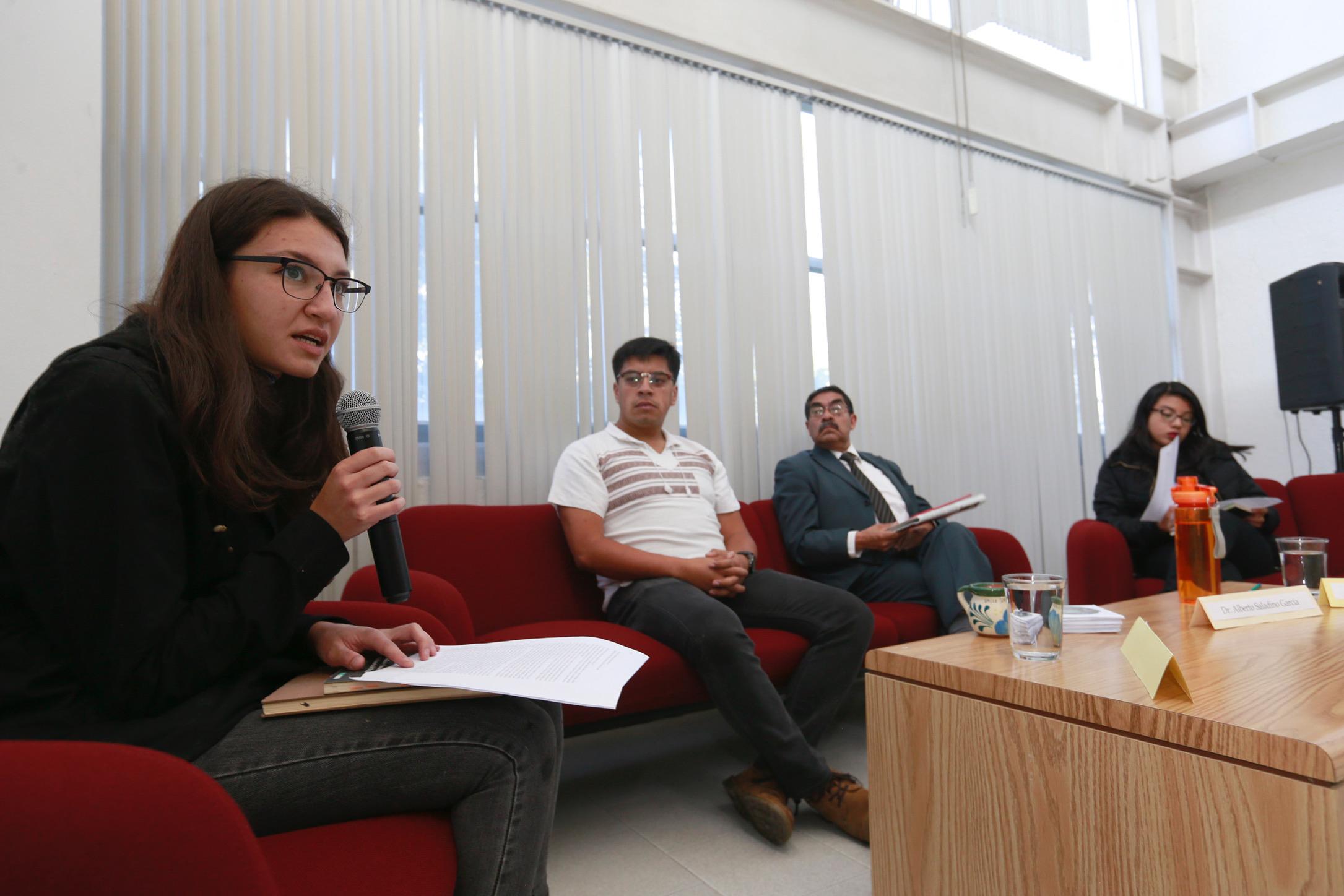 Universitarios discuten sobre quehacer de la filosofía