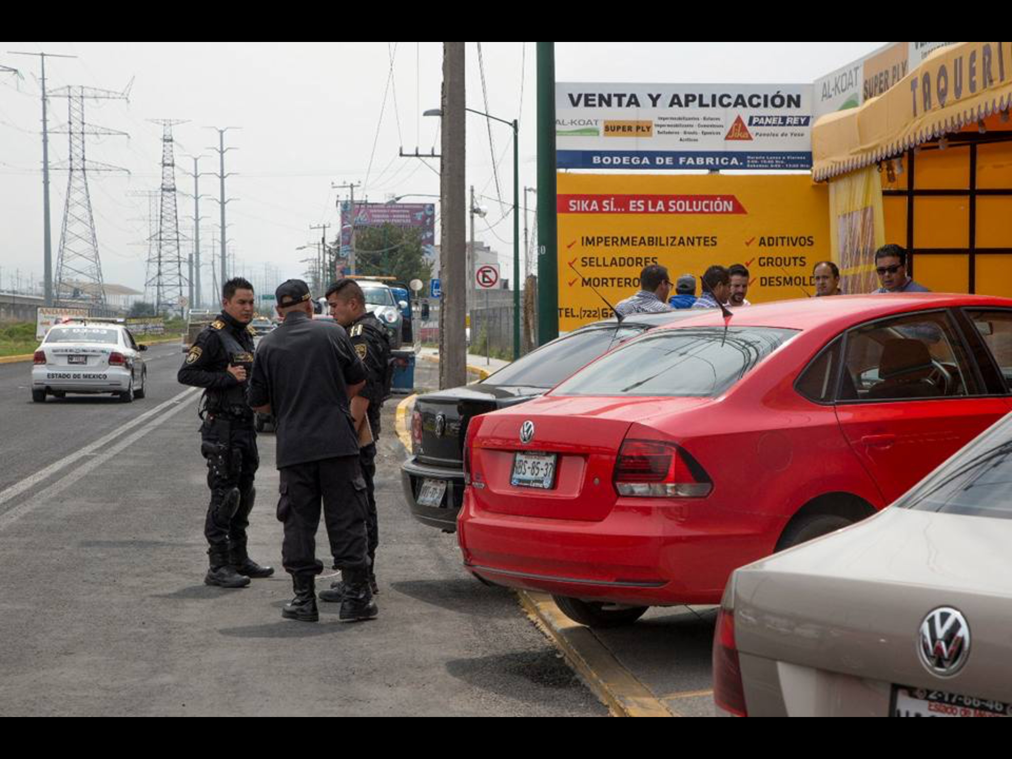Comando asalta taquería en Metepec