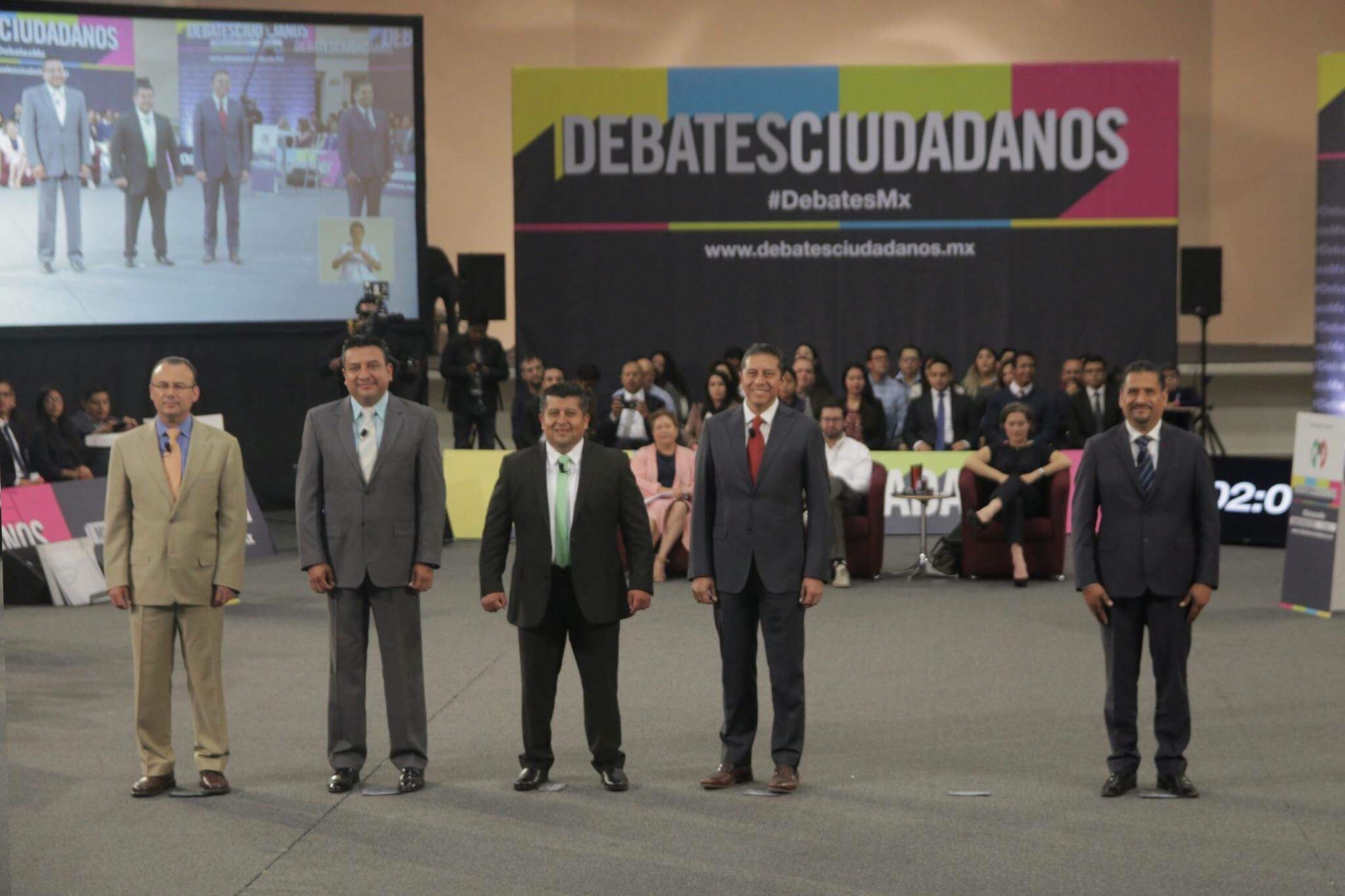 Reprueban universitarios a candidatos por Toluca