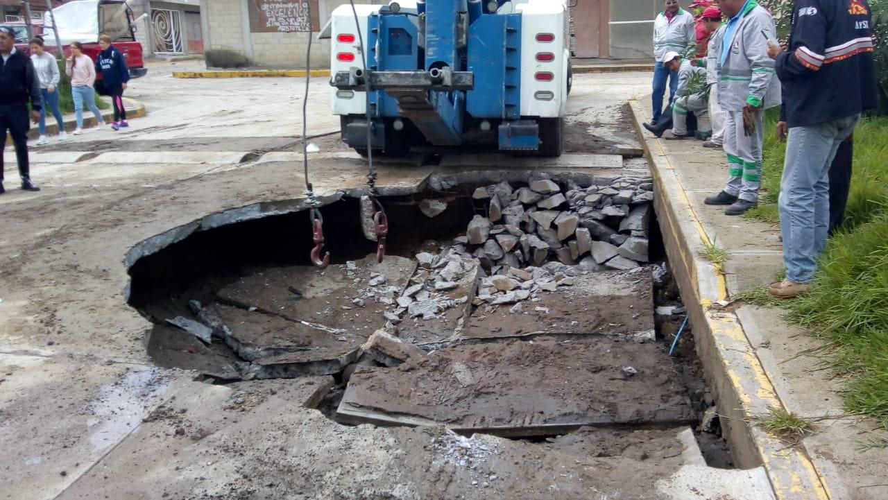 Se abre socavón en Toluca