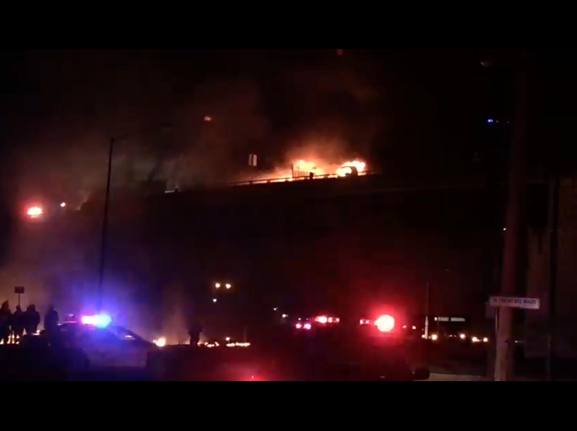"""Arde camión """"huachicolero"""" en Toluca"""
