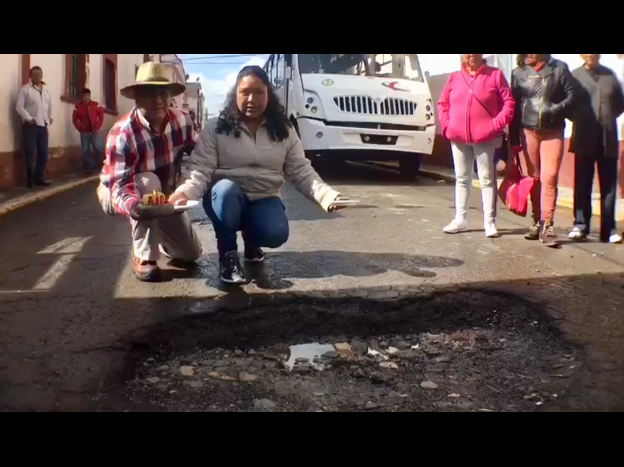 Exhiben desatino de bacheo exprés en Toluca