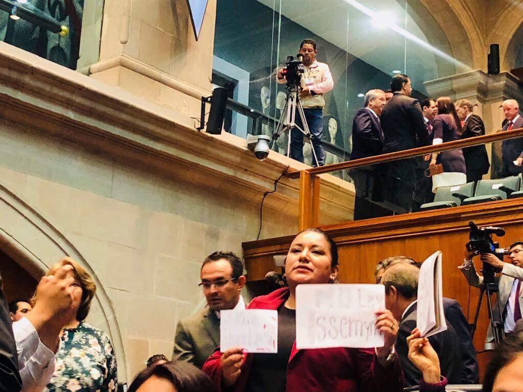 """Cedió MORENA comisiones """"clave"""" al PRI y PAN"""