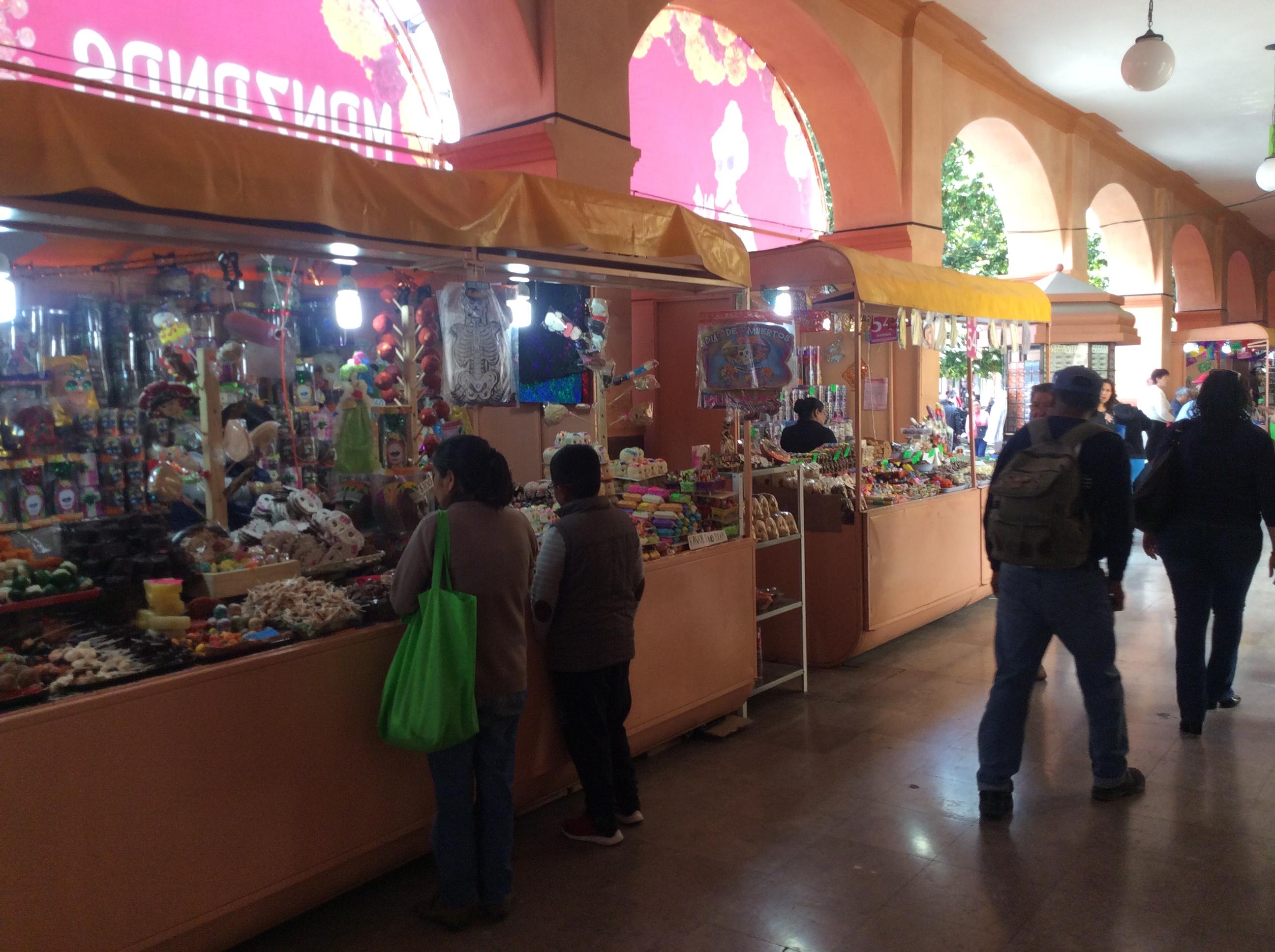 Ambulantaje pone en jaque a Feria del Alfeñique en Toluca
