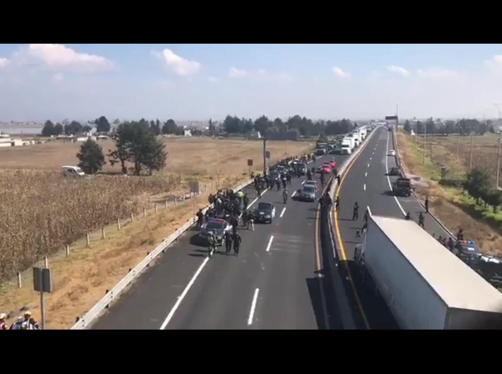 """Balacera entre """"huachicoleros"""" y policías en Toluca"""