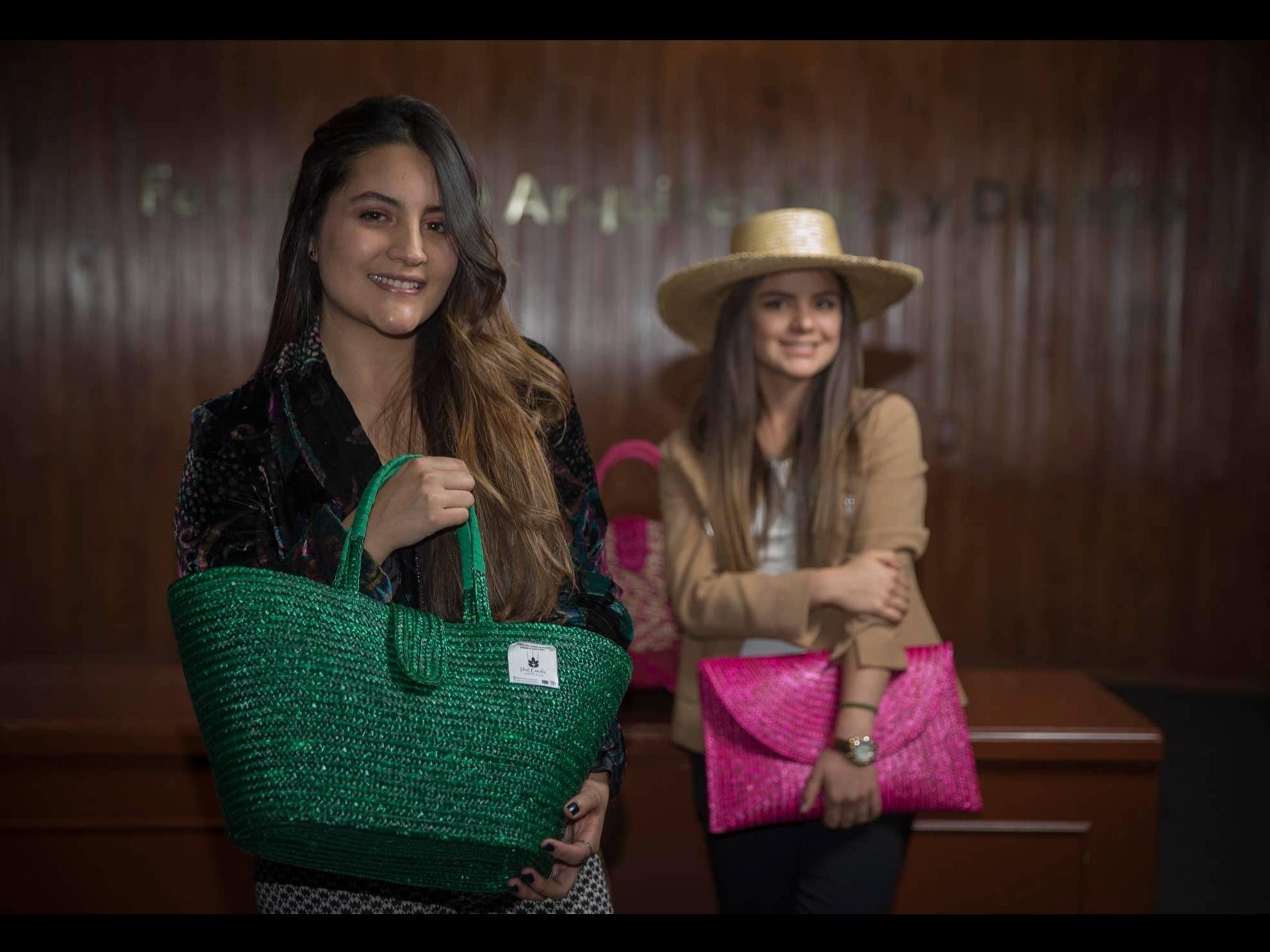 Universitarias llevan artesanías mexiquenses a todo el mundo