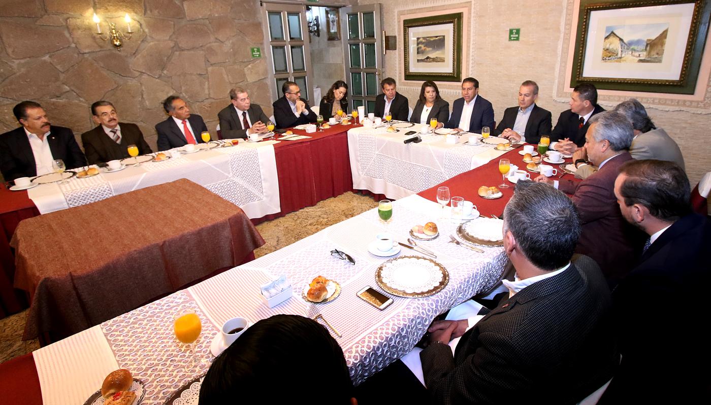 Busca JuanRo romper paradigma de gobierno tradicional