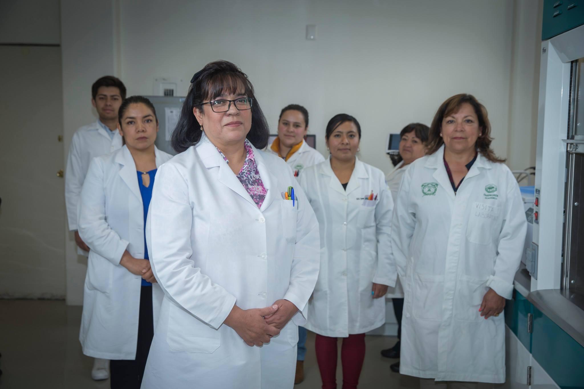 Federación Nacional de Químicos Clínicos reconoce a especialista de UAEM