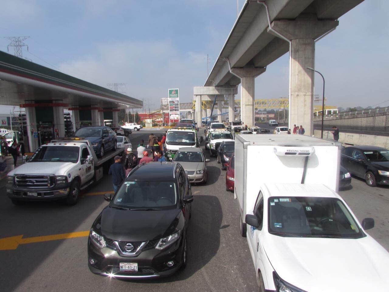 Gasolina mezclada con agua deja averiados decenas de autos