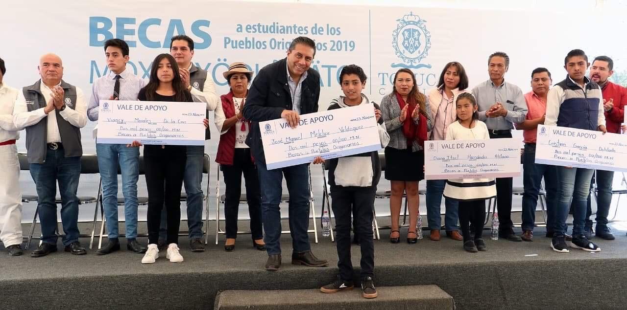 Entrega Toluca becas a estudiantes de Pueblos Originarios