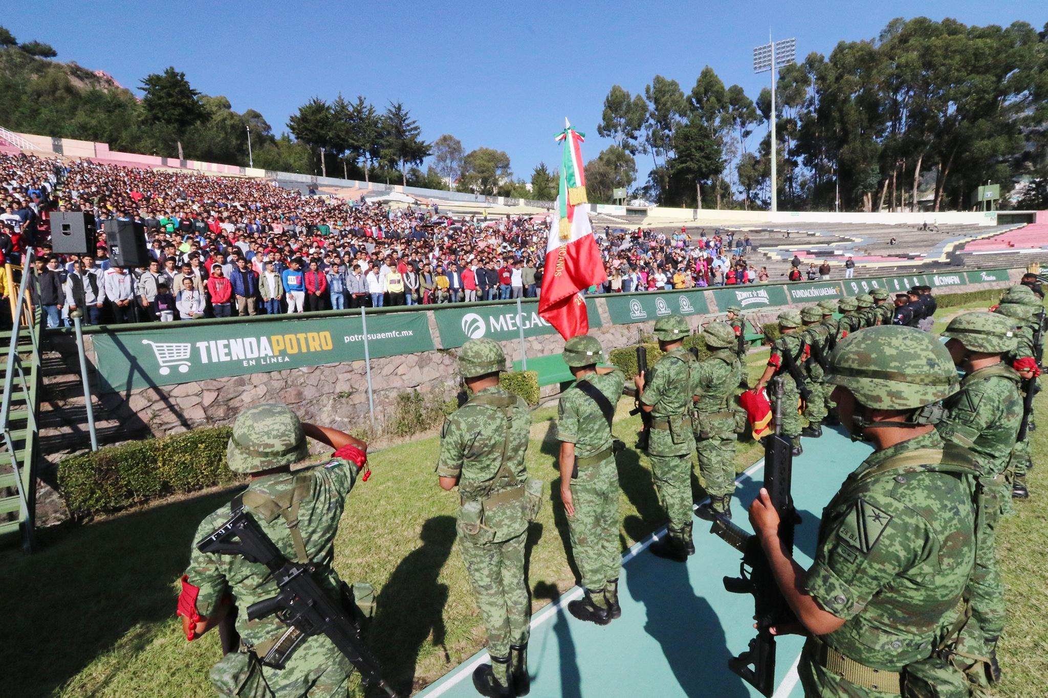 Jóvenes buscan liberar su Servicio Militar en Toluca