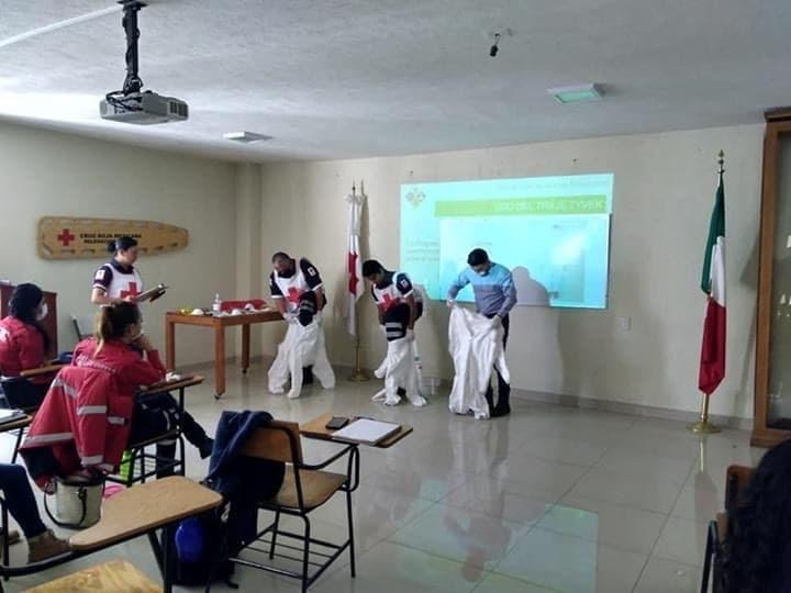 Toman bomberos de Toluca taller de Cruz Roja sobre COVID-19