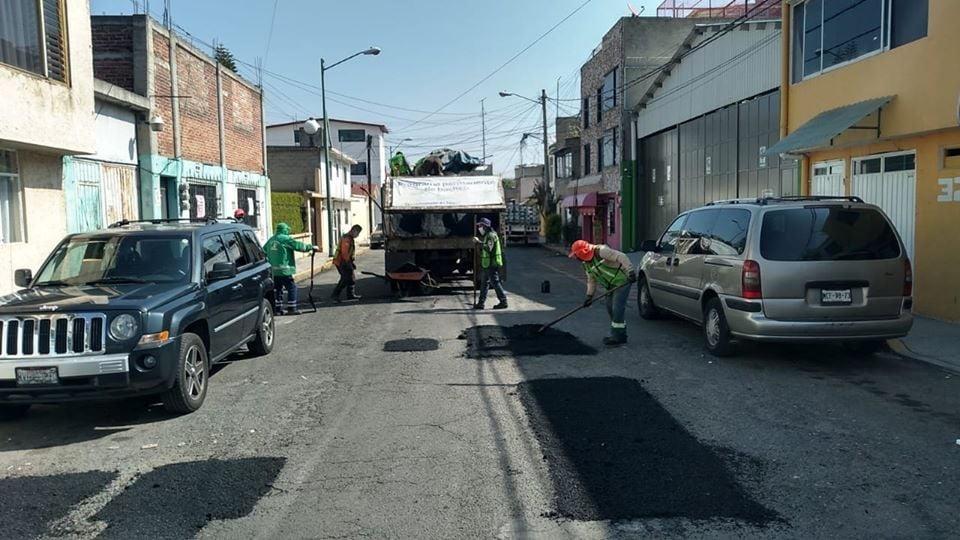 Ponen en marcha bacheo emergente en Toluca