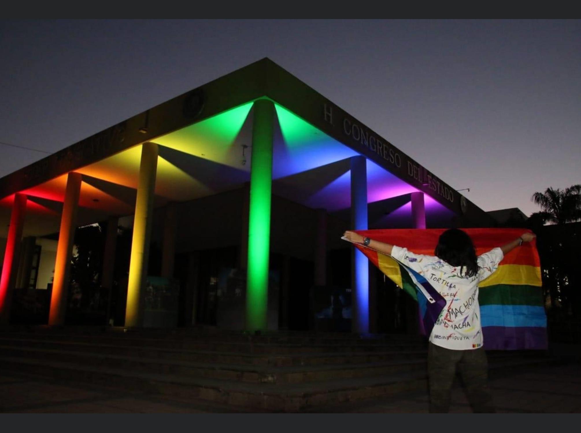 Quieren arcoíris en edificios públicos de Toluca y Metepec