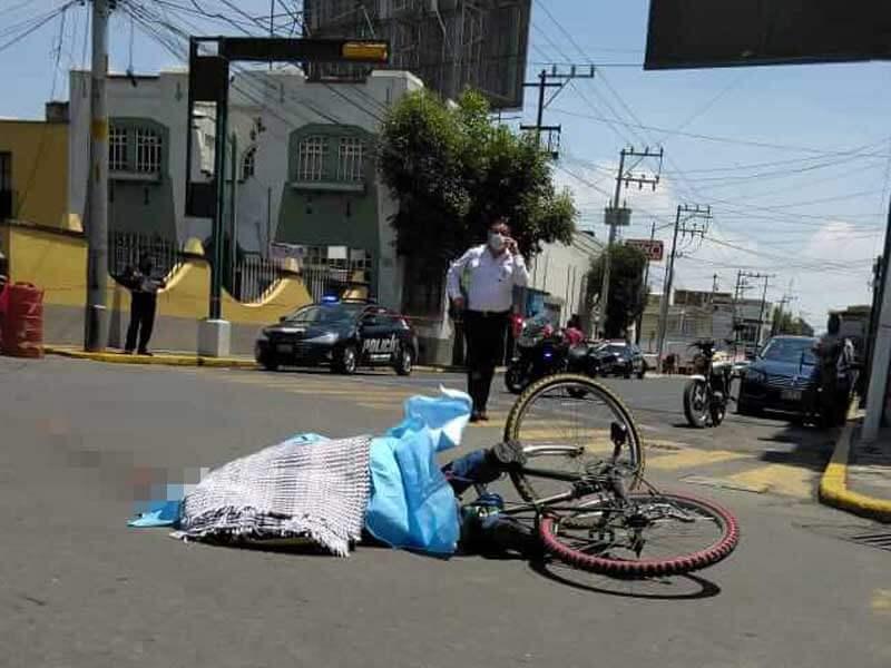Chofer de camión mata a ciclista en Toluca