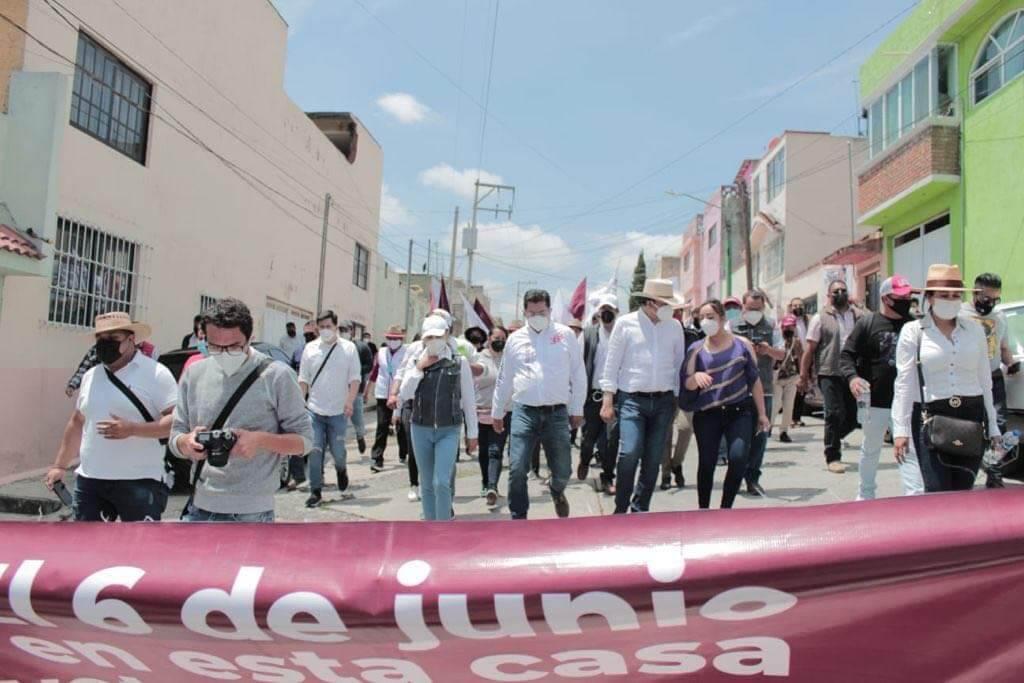 A caminar, sale JuanRo a calles de Toluca