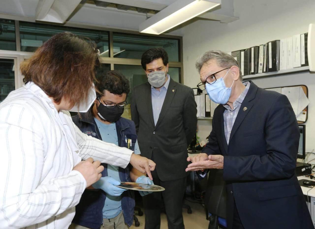 Firma Barrera convenio con director de Fonoteca Nacional